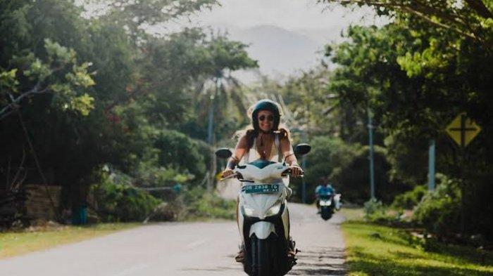 Viral di Medsos, Ulah Dua Turis Kendarai Motor Ini Buat Geram Warga Bali