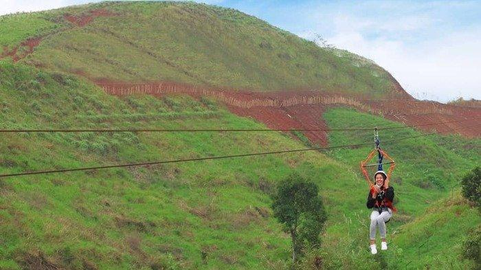 Wahana flying fox di Cicalengka Dreamland