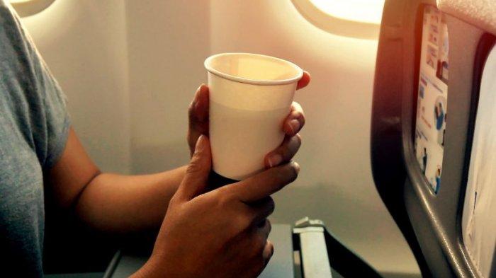 Sebabkan Sakit? Ini yang Buat Penumpang Pesawat Tak Boleh Minum Teh dan Kopi Selama Penerbangan