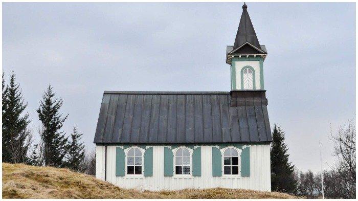 4 Gereja Kayu Legendaris yang Bisa Kamu Kunjungi di Islandia, Spot Foto Menarik di Búðir Church