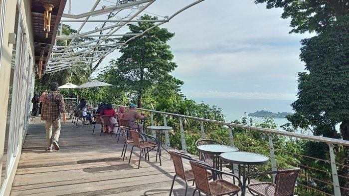TRAVEL UPDATE: Nikmati Keindahan Alam Sambil Menyantap Kuliner di Bukit Gado-gado Padang