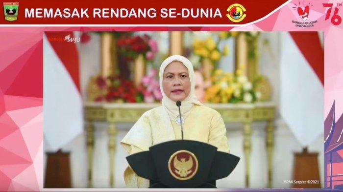 Iriana Jokowi dalam pembukaan acara memasak Rendang Sedunia, Sabtu (21/8/2021).