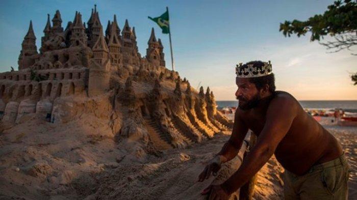 Tak Ingin Bayar Sewa Rumah yang Tinggi, Pria Brasil Pilih Tinggal di Istana Pasir Selama 22 Tahun