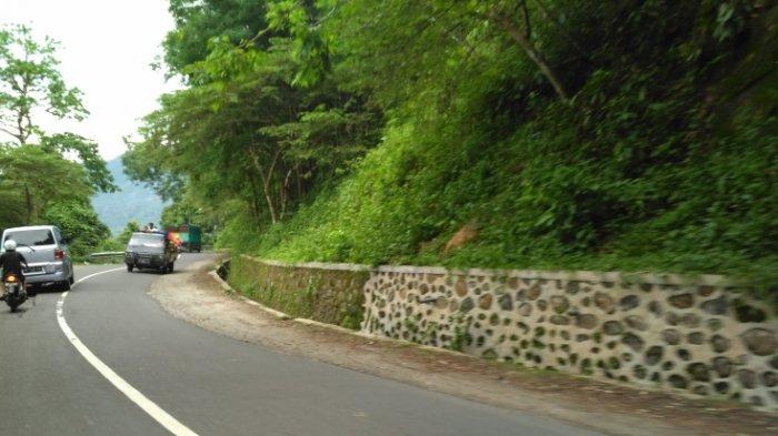 Jalan menuju Gili Trawangan via Gunung Pusuk, Lombok, NTB.