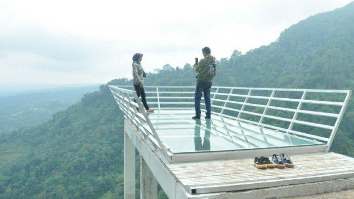 Wisata Gumuk Reco Punya Wahana Baru Jembatan Kaca, Jadi Spot Foto Instagramable bagi Pengunjung