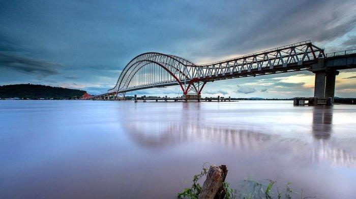 Liburan ke Pontianak? Jangan Lupa Menikmati Keindahan Sunset dan Sunrise di Jembatan Tayan