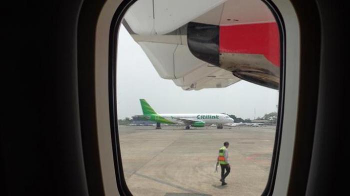 Kamu Harus Tahu, Ini Alasan Mengapa Tirai Jendela Pesawat Harus Dibuka saat Take Off dan Landing