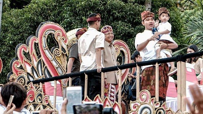 Jokowi Bersama Jan Ethes Ikut Pawai Pesta Kesenian Bali