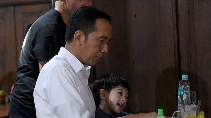 Jokowi Pulang Kampung ke Solo, Ziarah Makam Ibunda & Sempat 5 Menit Bertemu Gibran