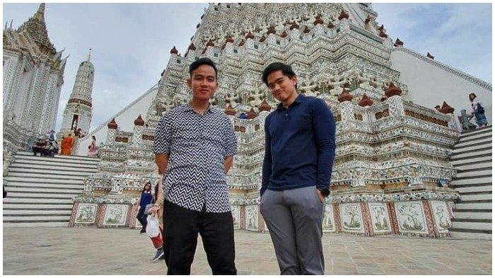 Kaesang Pangarep dan Gibran Rakabuming Traveling ke Thailand, Foto Bareng di Wat Arun