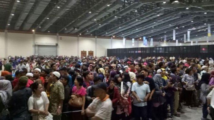 KAI Travel Fair 2017 - Ricuh! Inilah Detik-detik Saat Pengunjung Terobos Pintu Kaca JCC