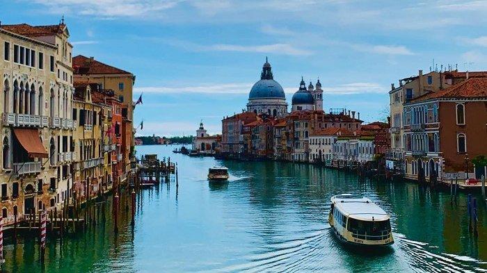 Kapal Pesiar Raksasa Dilarang Berlabuh di Pusat Kota Venesia, Ini Alasannya