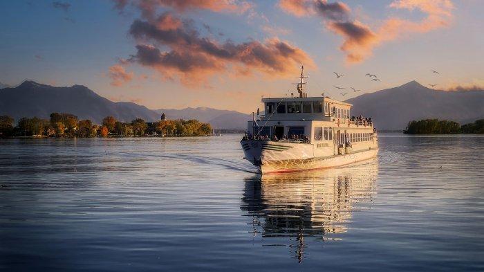 Viral di Medsos, Emak-emak Nangis Terbawa Kapal Berlayar, Begini Kronologinya