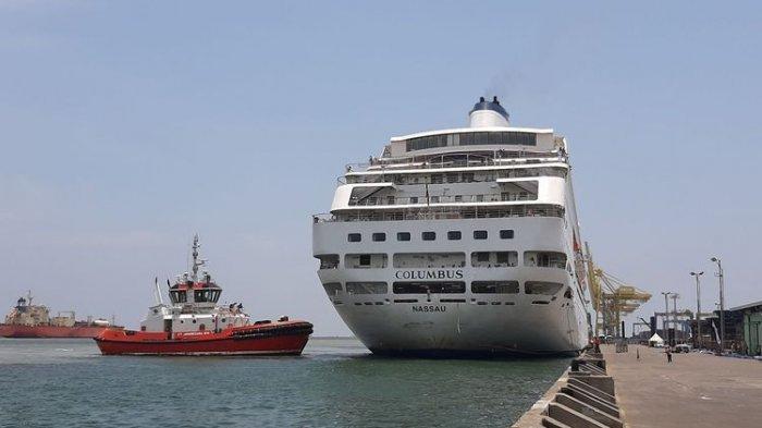 kapal-pesiar-mv-columbus.jpg