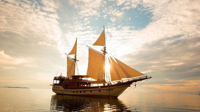 Foto-foto Kapal Pinisi Mewah yang Dinaiki Jokowi untuk Berlayar di Labuan Bajo