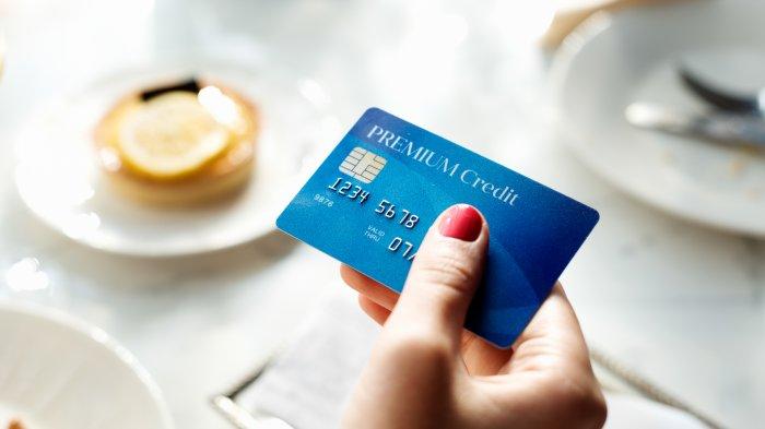 3 Dampak Negatif Transaksi Pakai Kartu Kredit Saat Traveling ke Luar Negeri
