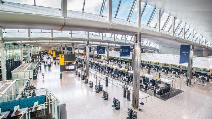 Turis Ini Harus Antre 10 Jam di Bandara karena Terjadi Perdebatan dari Para Staf