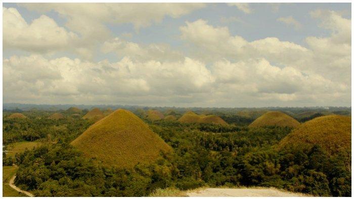 KeindahanBukit Cokelat, Spot Favorit Menikmati Sunset Selain Pantai di Bohol