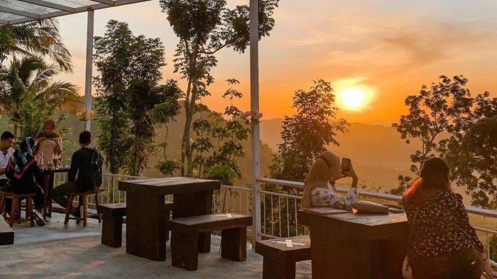 Keindahan sunset di De Mangol Gunung Kidul