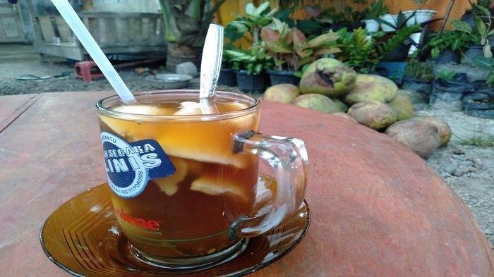 TRAVEL UPDATE: Icip Sajian Kelapa Muda Bakar, Minuman Khas Pariaman yang Banyak Khasiat