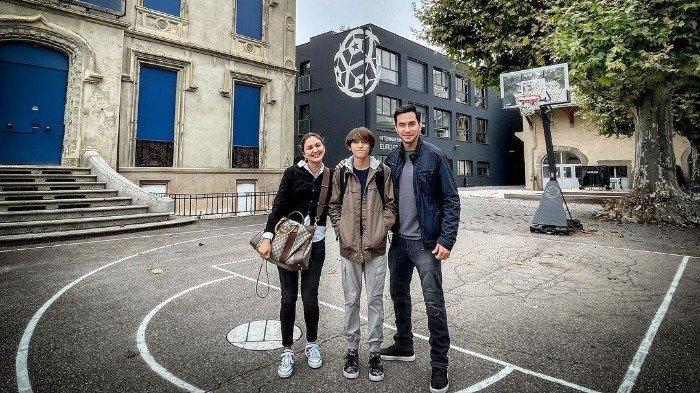 Darius Sinathrya dan Donna Agnesia Antar Anak Sekolah ke Prancis, Intip Foto saat Liburan di Sana