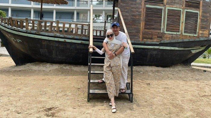Rayakan 10 Tahun Pernikahan, Intip Potret Kedekatan Pasha Ungu dan Keluarga saat Liburan di Pantai