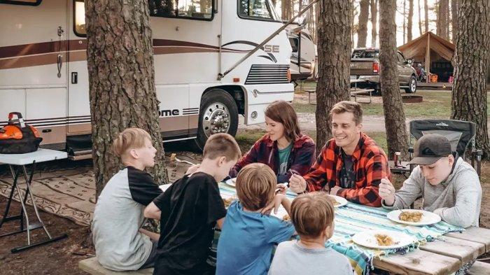 Kisah Keluarga yang 6 Tahun Hidup di Dalam Campervan, Kini Memilih Tinggal di Hawaii
