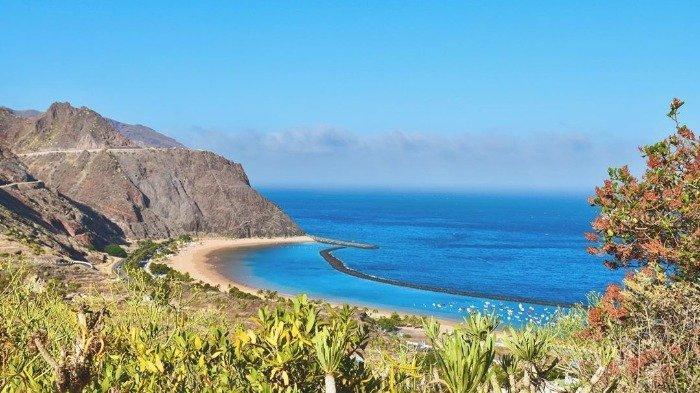 Pulau di Spanyol Siapkan Asuransi Wisata Gratis, Danai Perawatan Medis dan Karantina Turis