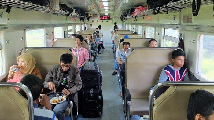 7 Tips Aman dan Nyaman Naik Kereta Api Kelas Ekonomi, Pilih Posisi Duduk hingga Perhatikan Bawaan