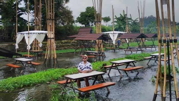 Makan Sambil Main Air di Ketjeh Resto Klaten, Meja dan Kursi Disusun di Aliran Air