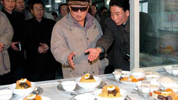 Dari Daging Kobra Direbus hingga Sup Daging Anjing, Inilah Makanan Favorit Para Diktator Kejam