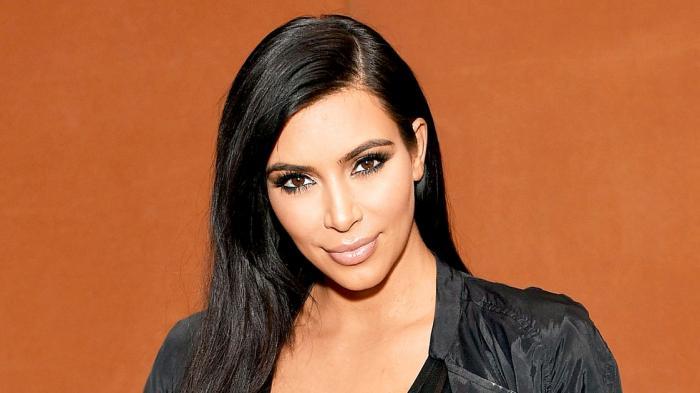Mau Rambut Panjang Sehat Ala Kim Kadarshian? Lakukan 5 Cara Ini, Jangan Gulung Rambut Saat Basah