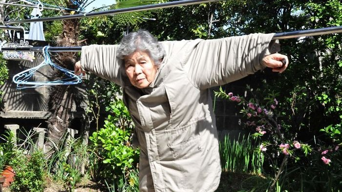 Begini Jadinya Kalau Nenek Zaman Now Melek Kamera Pose Di Fotonya Gokil