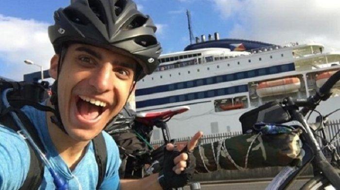 Penerbangannya Dibatalkan, Pria Ini Bersepeda Sejauh 3.500 Km