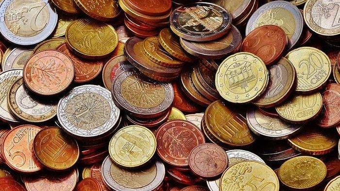 Kumpulan uang koin untuk merayakan Hari Valentine