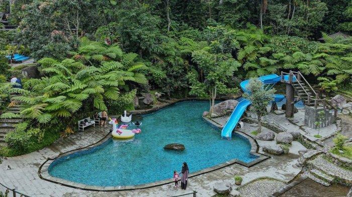 Kolam renang di Taman Wisata Bougenville