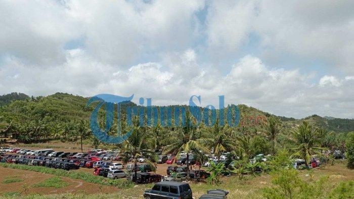 Kondisi parkiran pantai Nampu usai dibuka buka saat Wonogiri PPKM Level 2, Minggu (10/10/2021)