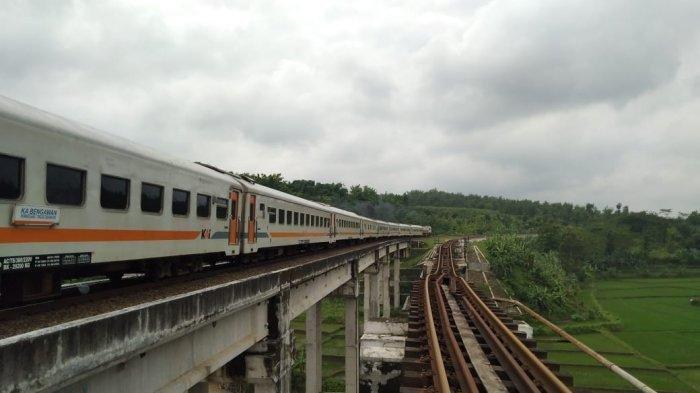 Jembatan Kereta Api di Brebes Putus Akibat Banjir, Operasional Perjalanan KA Kembali Normal