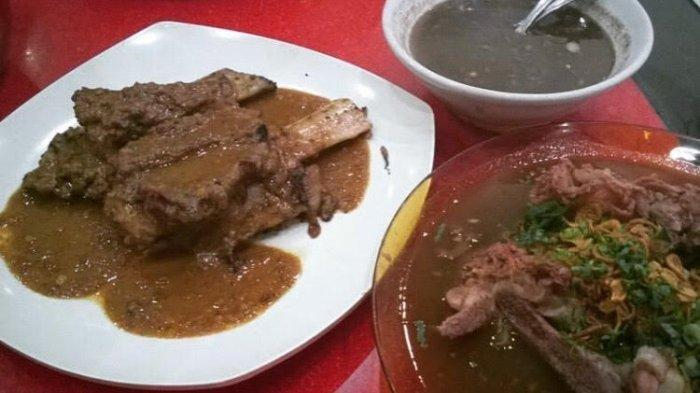 Konro Bakar dan Sup Konro ala Konro Karebosi. Di sini tersedia konro bakar dan sup konro yang kenikmatannya tak tertandingi