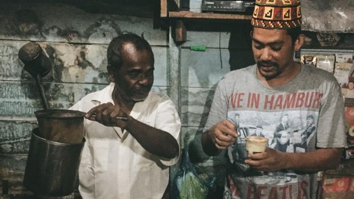 Warung Abu Leb - Coffee Latte ala Pedalaman di Aceh, Konon Bisa Bikin Kamu Makin Kuat