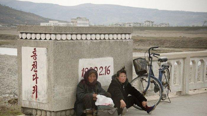 Diambil Diam-diam, Deretan Foto Ini Gambarkan Kondisi Memilukan yang Dialami Rakyat Korea Utara