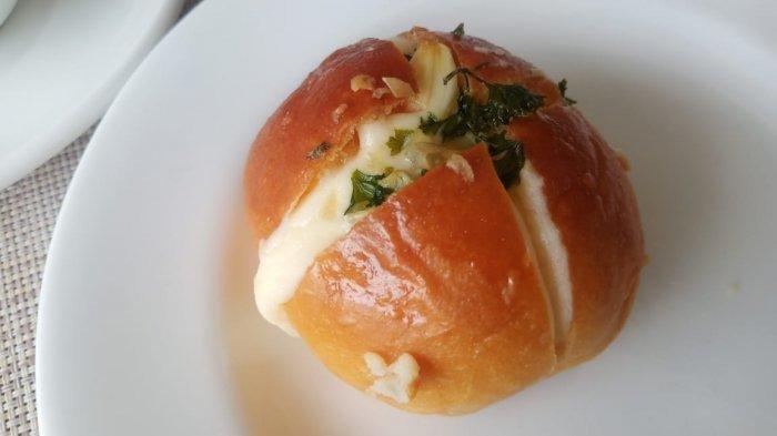 Korean Cheese Garlic Bread di The Alana Hotel Sentul City