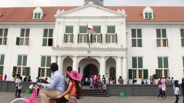 Wisata Kota Tua Jakarta - Yuk, Hunting Foto Vintage Sambil Ramalkan Jodoh di Pasar Malam