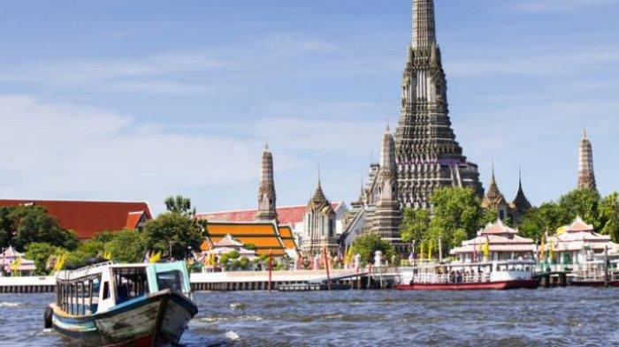 Kuil Wat Arun di Bangkok, Thailand.