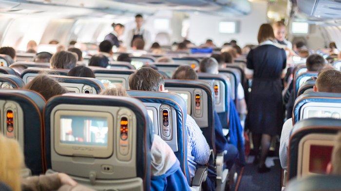 7 Kelakuan Menyebalkan Penumpang Pesawat yang Tidak Boleh Ditiru