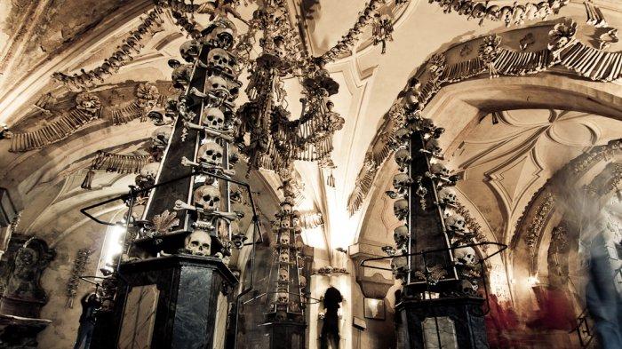 Chapel of the Macabre, Biara di Republik Ceko yang Berisi Ribuan Tulang Manusia Sebagai Interiornya