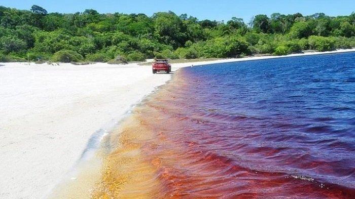 Uniknya Laguna di Brasil yang Warna Airnya Mirip Coca Cola, Jadi Spot Favorit Warga untuk Berjemur