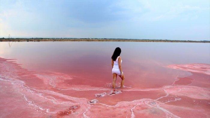 Danau Darah sampai Bukit Cokelat, 7 Tempat Tak Biasa yang Cocok Bagi Penggemar Wisata Aneh