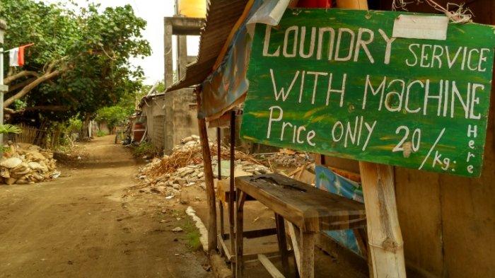 Papan laundry di satu jalan Gili Trawangan.