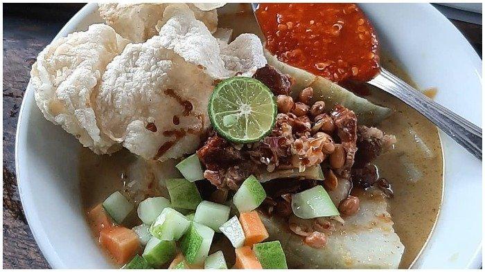 5 Tempat Makan Lontong Kari Enak di Bandung, Ada yang Disajikan dengan Topping Kikil Melimpah